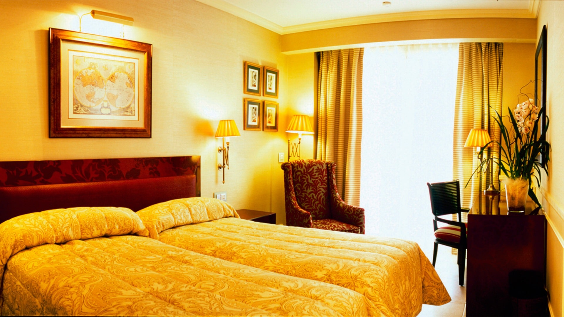 Rooms suites and family rooms gran hotel guadalpin banus 5 for Hotels with family rooms for 5